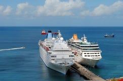 Bateaux de Thomson Dream et d'Adonia Cruise images libres de droits