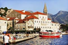 Bateaux de touristes dans la baie de Kotor Images libres de droits