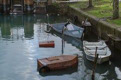Bateaux des pêcheurs du lac Bolsena photographie stock