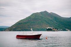 Bateaux en bois sur l'eau Dans la baie de Kotor dans Monténégro MA Photographie stock libre de droits