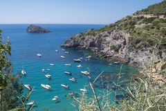 Bateaux en mer d'Argentario, Italie Photos stock