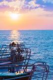 Bateaux en mer sur le coucher du soleil Photo libre de droits