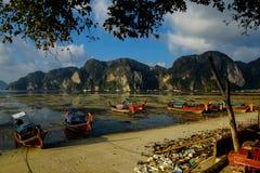 Bateaux en Phi Phi Photo stock