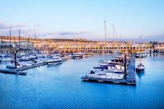 Bateaux et bâtiments de Brighton Marina photo stock