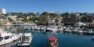 Bateaux et bateaux de navigation à la marina d'Antalya, en Turquie Photo libre de droits
