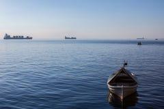 Bateaux et bateaux sur la mer Égée sur le bord de mer de Salonique en Grèce Photo stock