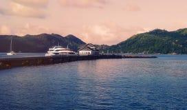 Bateaux et bateaux sur les Seychelles tropicales Photos libres de droits