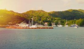 Bateaux et bateaux sur les Seychelles tropicales Photo libre de droits