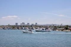 Bateaux et maisons en plage la Californie de Newport images libres de droits