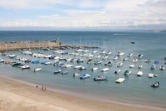 Bateaux et plage photographie stock libre de droits
