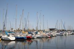 Bateaux et yachts dans le port d'Alicante Photos libres de droits