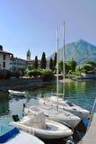 Bateaux et yachts sur le lac Como, Italie Photos stock