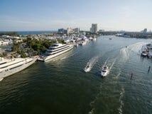 Bateaux flottant dans la baie de Fort Lauderdale Photo stock