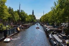 Bateaux-maison chez le Prinsengracht Images stock