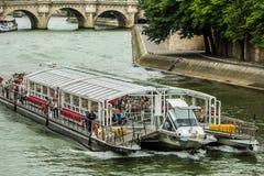 Bateaux Mouches â Zwiedzająca wycieczka turysyczna Fotografia Royalty Free
