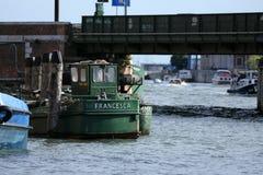 Bateaux naviguant dans la lagune de Venezian, Italie Photos libres de droits