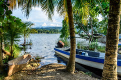 Bateaux par le bord de rivière Photo libre de droits