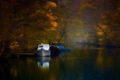 Bateaux pendant l'automne Images libres de droits
