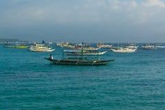 Bateaux près de l'île de Boracay, Philippines Photographie stock