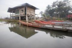 Bateaux se garant chez Rawa parquant le lac, Indonésie Photographie stock