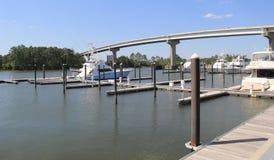 Bateaux sur l'eau au quai, plage orange, Alabama, 2018 Photos libres de droits