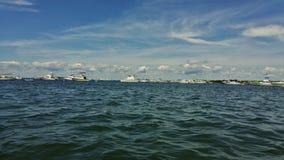 Bateaux sur la baie Photographie stock