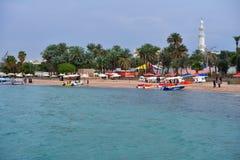 Bateaux sur la plage d'Aqaba Images stock