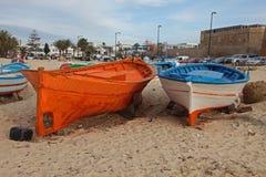 Bateaux sur la plage dans Hammamet Image libre de droits