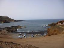 Bateaux sur la plage et l'océan bleu Images libres de droits