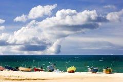 Bateaux sur la plage tropicale Photo stock