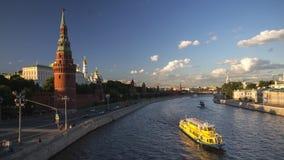 Bateaux sur la rivière de Moscou Photographie stock libre de droits