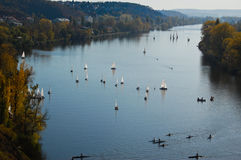 Bateaux sur le fleuve Photo libre de droits