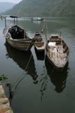 Bateaux sur le fleuve photographie stock