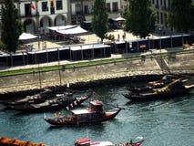 Bateaux sur le fleuve Photo stock