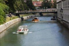 Bateaux sur le fleuve Images libres de droits