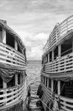 Bateaux sur le fleuve Amazone images libres de droits