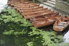 Bateaux sur le fleuve Stour, R-U Image libre de droits