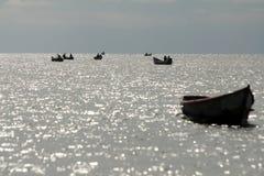Bateaux sur le lac Albert photographie stock