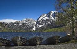Bateaux sur le lac argenté Image stock