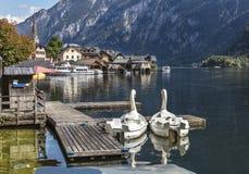 Bateaux sur le lac Halstatt Photos stock