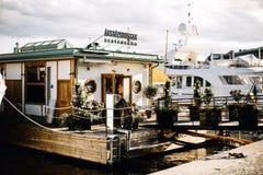 Bateaux sur le port à Stockholm, Suède photographie stock libre de droits