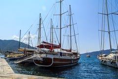 Bateaux sur le port Photographie stock libre de droits