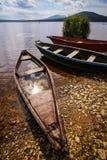 Bateaux sur le rivage de lac Images libres de droits