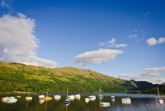 Bateaux sur Loch Lomond, Ecosse photographie stock