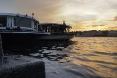 Bateaux sur Neva River images libres de droits