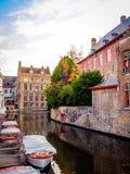 005-19 bateaux sur un coin de canal à Bruges images libres de droits