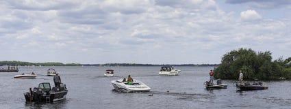 Bateaux sur un lac Images libres de droits