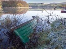Bateaux sur un lac calme, Irlande Images libres de droits