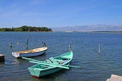 Bateaux sur un lac en Croatie image stock
