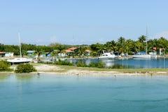 Bateaux sur un port de Cayo Guillermo, Cuba Photographie stock libre de droits